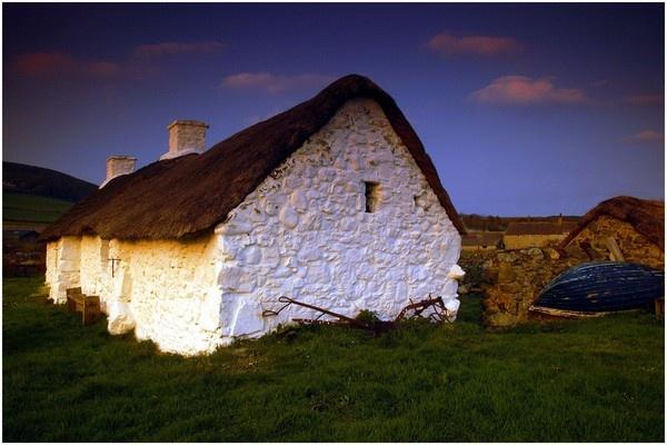 Welsh Cottage by Alfoto