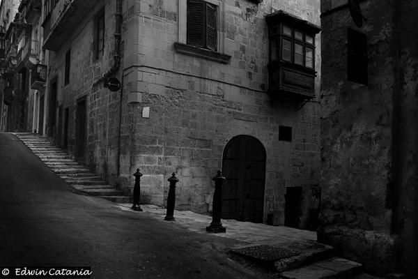 Valetta Street in Mono by edcat