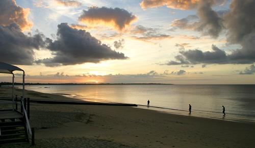 Sunset Hervey Bay by adamm