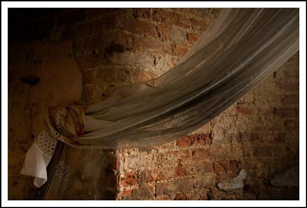 curtains by randomrubble