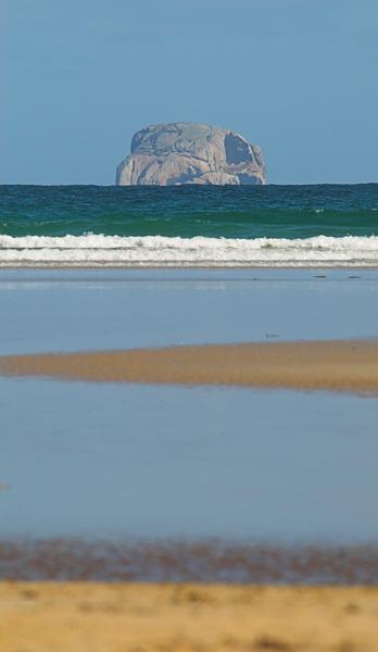 Rocky Island by NikLG