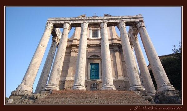 Temple di Antonio e Faustina by justbrock