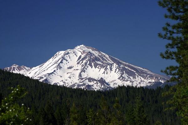 Mount Shasta by liparig