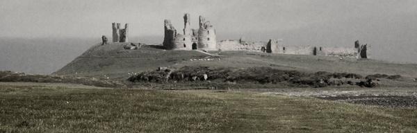 Dunstanburgh by graeme34