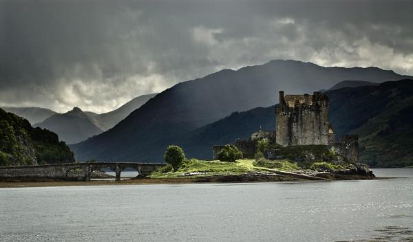Eilean Donan Castle by peterpaterson