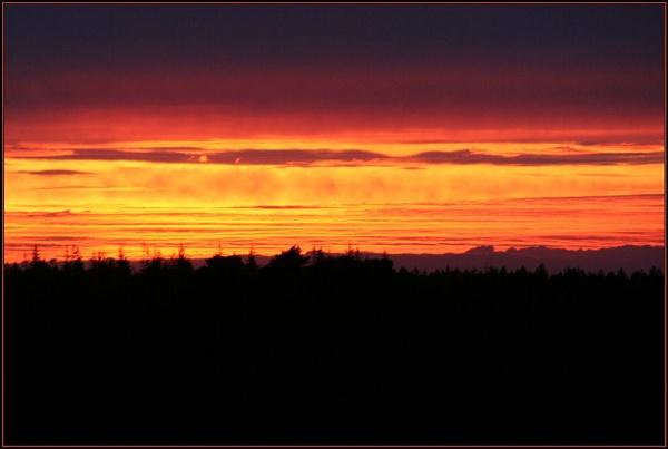 RED SKY AT NIGHT by X5DJM