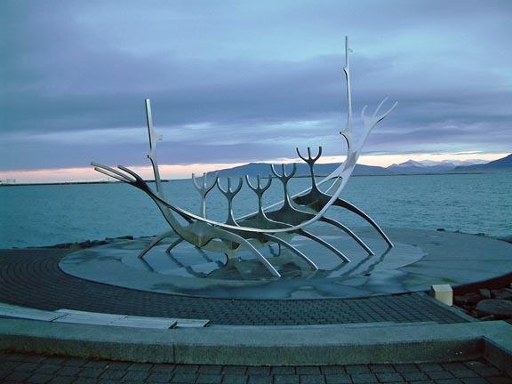 Viking sculpture by PaulBeeTee