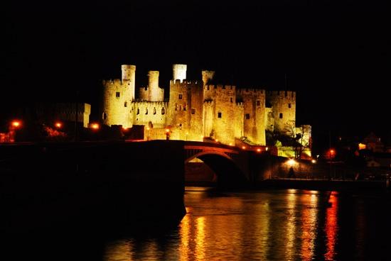 Conwy castle by penguinc