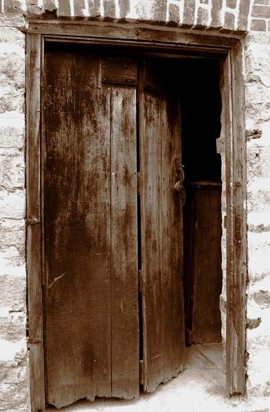 Old Door by theeyesoftheblind