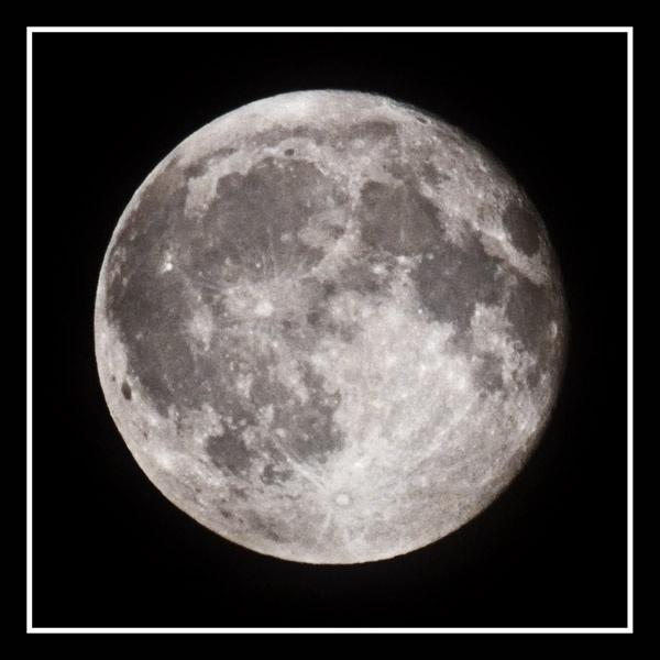 Tha Moon by veggiesosage