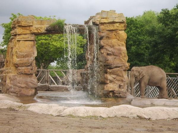 Elephant\'s Waterfall by XxJenny_SheaxX