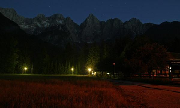 Spik at night by JakeK