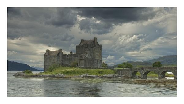 Eilean Donan Castle by GaZn