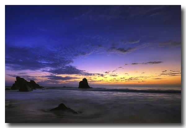 Adraga\'s Beach by lightpause