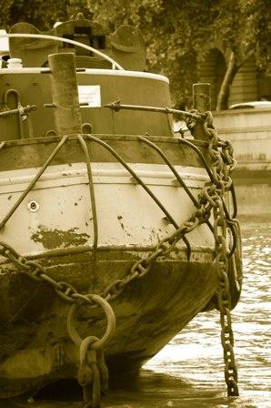 Rusty boat by cphubert