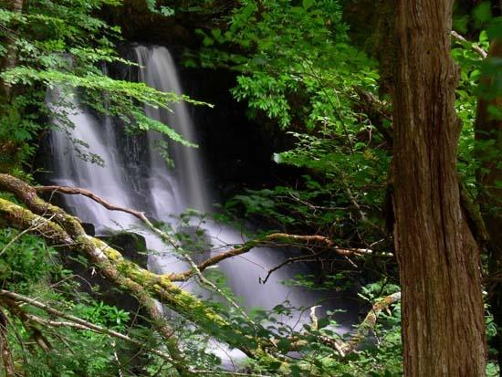 Tobermory Waterfall by KarlmarxEra