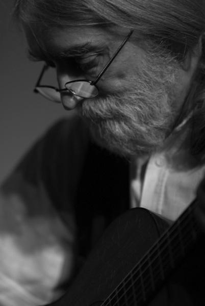 The guitar plays again by RobertZ