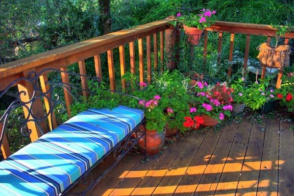 Assualt On Color: Porchfront by kezeka