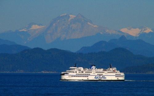 ferry and Mt Garabaldi by Bear46404