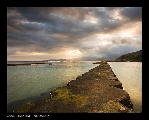 Sea wall Candidasa by RobDougall
