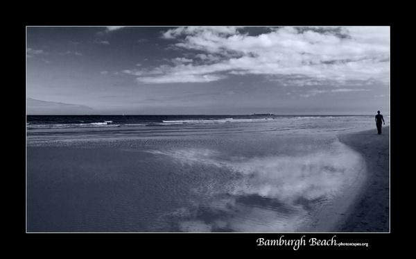 Bamburgh Beach by graeme34
