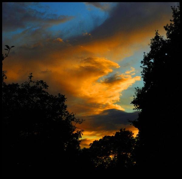 Sky at Night by Vee_Enn