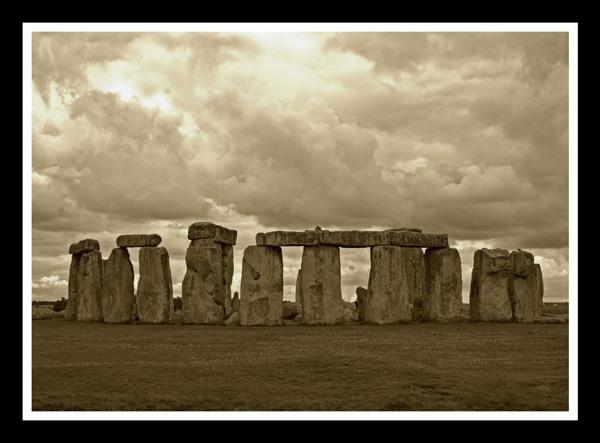 stonehenge by snoozle