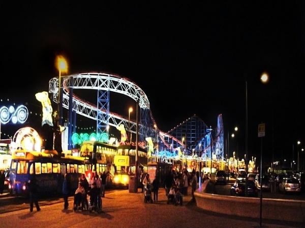 Busy Blackpool by chensuriashi