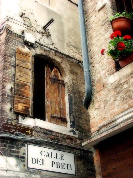 Venetian window (reprocessed) by jdanzola