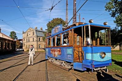 Tram by akahmed