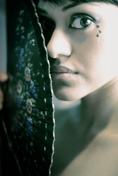 Glance by azhurian