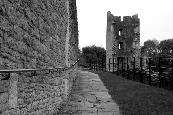 Farleigh Castle by Sulaco
