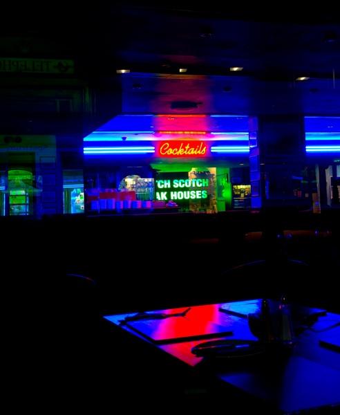 neon by penguinc