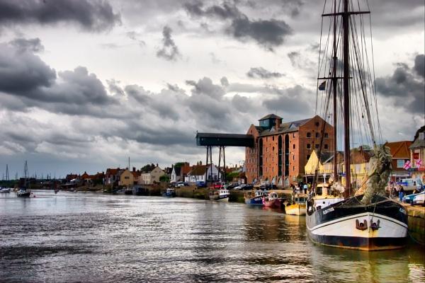 Wells Harbour.... by Raindancer