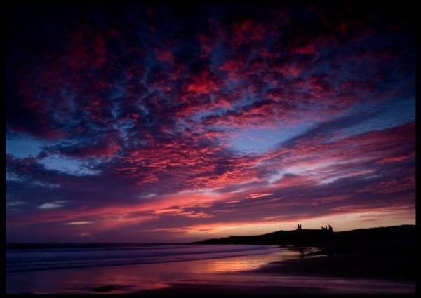 dunstanburgh sunrise by mianby