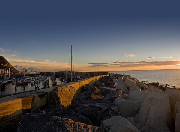 Seawall Sunrise by jammy_sam