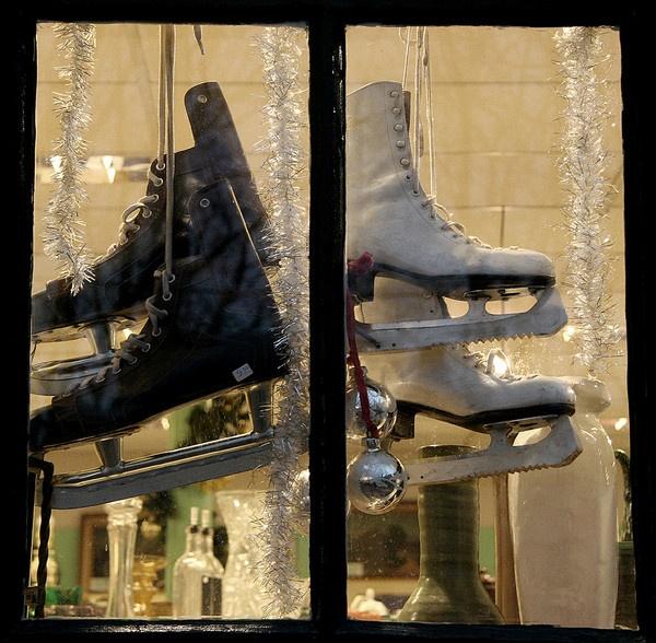 Christmas Skates by tigs