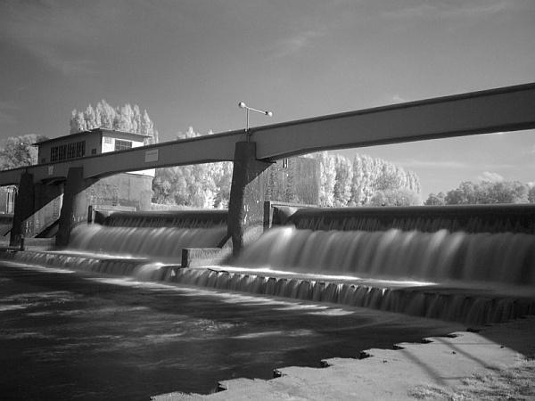Infra dam by hgabi