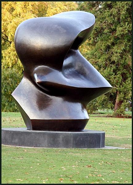 Sculpture at Kew by AngelaR