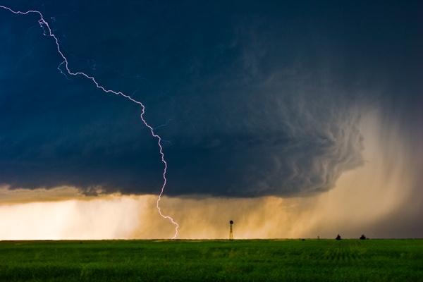 Daytime Lightning by stormchayser