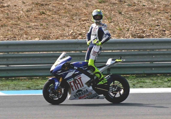 Valentino Rossi\'s victory lap, after winning the Portugal MotoGP at Estoril, Sep 2007 by XXXCorps