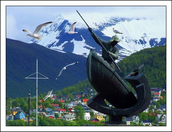 Tromso Statue by pamelajean