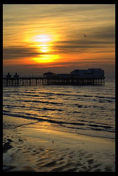 north pier by garyg