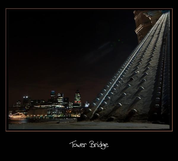 Tower Bridge by Strobe