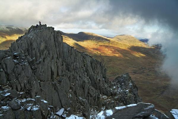 Tryfan Rocks ridge by alastairwilson