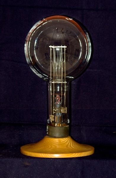 Light bulb by Scutter