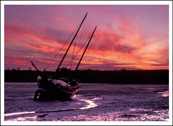 Alnmouth Boat by AlanTW