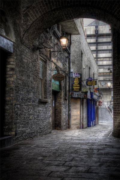 Merchants Arch Dublin by thearmsofvenusdemilo