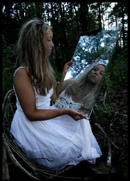 Mirror Tell Me by WhiteLily