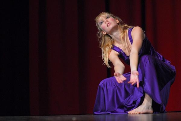 Dance... by RobertZ